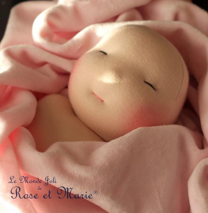 Bébé Le Monde Joli de Rose et Marie