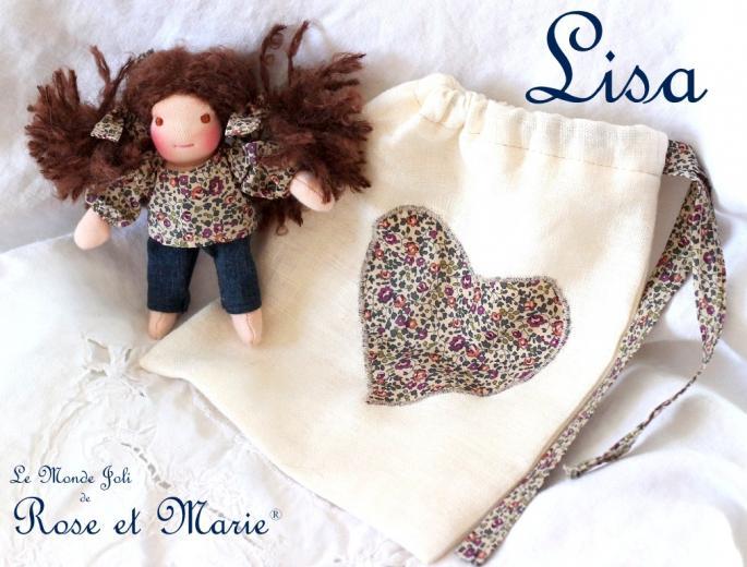 Lise, petite poupée waldorf 14 cm et sa pochette en lin et Liberty