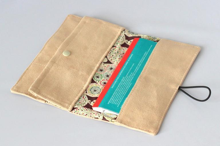 Porte-chéquier porte cartes en suédine et Liberty Fairy Clock