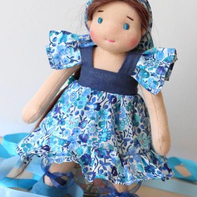 Hannah, petite poupée waldorf, mini-poupée de 23 cm