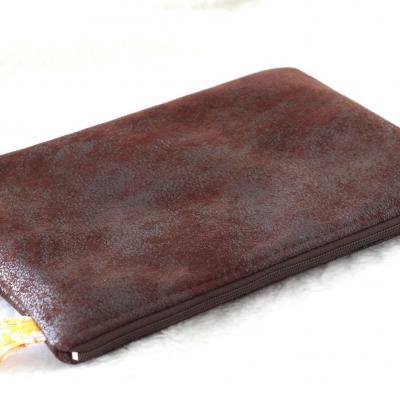 Grande pochette pour tablette, en faux cuir d'ameublement marron foncé et Liberty of London Jody Miel
