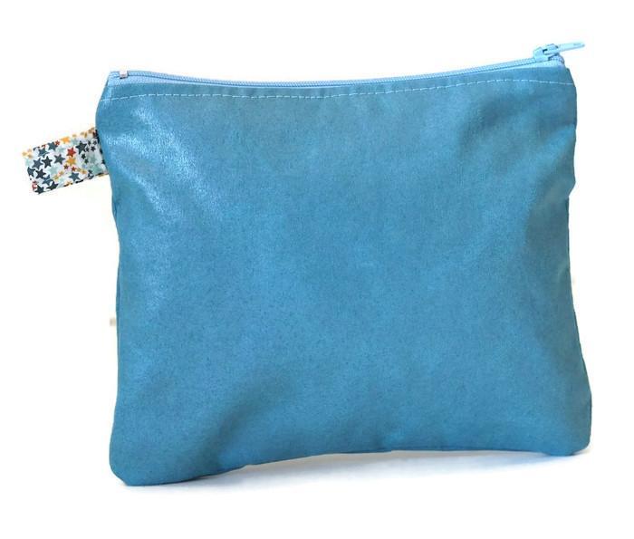 Pochette, faux cuir ameublement bleu azur, et Liberty Adelajda multicolore