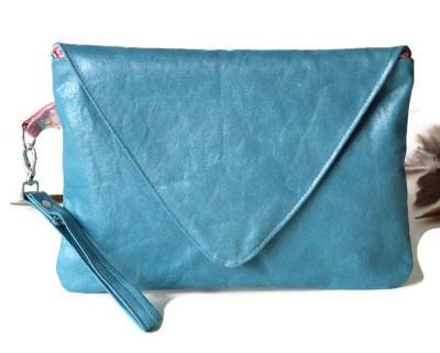 Pochette, sac à main avec dragonne amovible, en faux cuir ameublement bleu azur et satin asiatique