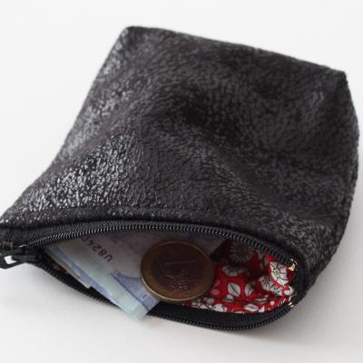 Porte monnaie ou petite pochette en tissu d'ameublement noir et Liberty June's Meadow