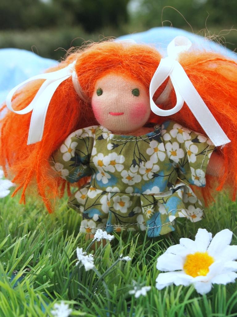 Petite poupée porte bonheur 11 cm.jpg