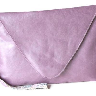 Pochette, sac à main avec dragonne amovible, en faux cuir ameublement rose pétale et Liberty Félicité