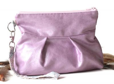 Pochette, petit sac à main avec dragonne amovible, en faux cuir ameublement rose pétale et Liberty Félicité