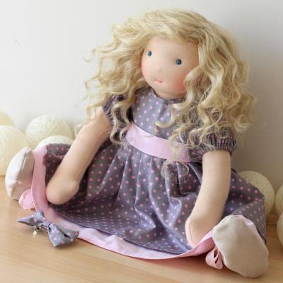 Rose, grande poupée d'inspiration waldorf de 42 cm