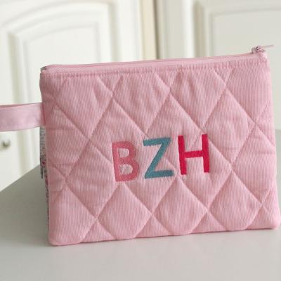 Pochette matelassée brodée rose pâle - BZH bleue et rose