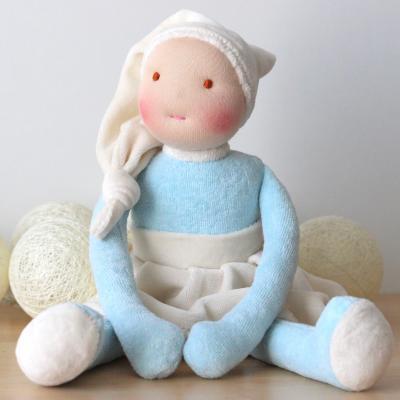 Sa 1ère poupée waldorf (Bleue et crème)